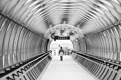 La passerelle (dreamearth 85) Tags: passerelle lumineuse light wb noiretblanc whiteandblack gare vendée paysdelaloire larochesuryon bracketing ville d7000 nikon