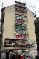 scaffold service (piktorio) Tags: berlin germany street scaffold tags graffiti neukölln invitation building wall piktorio iphone telegraphics