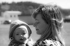 Lili y Sira (Pentax k7 ( Salinas-Asturias )) Tags: madre mother hija daughther baby bebe retrato portrait love beauty fourmonths
