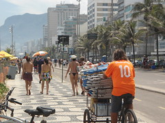 Carnaval de Río de Janeiro 2017, Ipanema, Brasil/Promenade, Rio Carnival 2017, Ipanema, Brazil - www.meEncantaViajar.com (javierdoren) Tags: américadelsur lamériquedusud amériquedusud sudamérica américadosul southamerica américa america latinamerica américalatina latinoamérica l'amériquelatine lateinamerika latijnsamerika ammerica amerika brasilien brasil brésil lebrésil brazil estadoderíodejaneiro stateofriodejaneiro ríodejaneiro riodejaneiro rj río rio ipanema ipanemabeach carnavale carnival carnavalderíodejaneiro carnivalofriodejaneiro theriocarnival2017 riocarnival2017 carnivalinrio2017 holiday holidays vacation vacación vacations vacaciones summer sommer sommar verano verão été estío estate soleado sunny fit bikinis tangas thongs gstrings dentalfloss filodental garotadeipanema bunda butt sexy playa praia beach posto9 guaravita10 hotel caesarpark