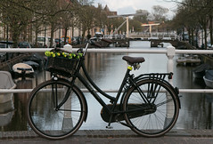 "Fiets in Alkmaar (Roelie Wilms) Tags: fiets alkmaar noordholland brug tweewieler rijwiel велоспорт ""சைக்கிள் ஓட்டுதல்"" ""езда на велосипеде"" тебүү साइकलको സൈക്ലിംഗ് sykling サイクリング 사이클링 riteņbraukšana سائیکلنگ pyöräily cycle ciclismo ποδηλασία ركوب հ եծանվավազք velosiped စက်ဘီးစီးခြင်း колоездене 循環 cykling radfahren"