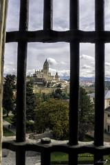 Entre barrots (ancoay) Tags: castella alcazar segovia castle 7dwf canon600d ancoay window ventana finestra catedral cathedral crazytuesdaytheme crazywindows