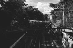 (Qtn.C) Tags: subway train trainstation paris parcmontsouris trees blackandwhite outdoor sunnyafternoon fujifilm fujifilmxt1