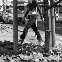 Rue 20_04_2017 (20 sur 34) (Jérôme Loche) Tags: photographie de rue life bordeaux france gironde vie noir et blanc couleur nb aquitaine personne inconnue femme homme jeune couché soliel bus passage piétons fleur rembarde barrière arbre pigeon moto velo poubelle déchets tramway rails nuit jour peintre envol route scooter pomme ruine portrait flou