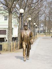 street statue (theydontknow) Tags: metal cast statue monument sculpture footpath male park tallinn kadriog estonia depth field dof canon 5d 2017 spring
