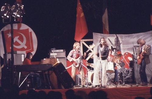 @Alberomotore  Festa dell'Unità ✊ 1974 #roma #rock 🎸 #progressive #prog #popolare #musica  #pci 🔩🔨  #dalvivo #sottosuolo  🎵 #music #compagni #rome #italia  #festadellunita #live #tibervalley #italy #rome:camera