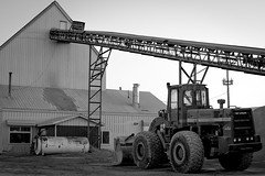 Dresser PayLoader (mwgiesbrecht) Tags: concrete construction industrial vehicles machines conveyor