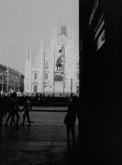 sexy woman posing in Piazza Duomo - Milano 2013 (Mario Oreste) Tags: street travel blackandwhite bw italy holiday sexy flickr italia milano bn duomo viaggi biancoenero vacanze