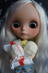 O'Keeffe loves Raffaello !! And the color matches her hair's