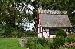 Adorable cottage at Torups castle- Sweden (Jessica Moberg) Tags: blue trees red white castle nature grass skne nikon sweden natur cottage trd stuga bl rd grs vit slott halmtak torups d5100