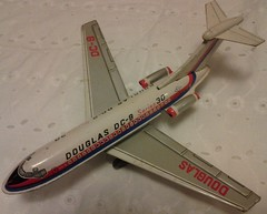 TAKATOKU DC9 (NyamalaTone) Tags: vintage airplane toy tin collectible flugzeug jouet avion juguete hojalata tinplate blechspielzeug