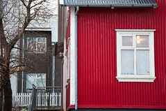 Red house in Reykjavik (Kristin Sig) Tags: christmas old red house iceland reykjavik rautt fókus