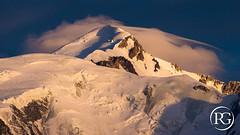 """""""La parure du monarque"""". Sommet du Mont-Blanc - Haute-Savoie, France. (Raphaël Grinevald • Photographe) Tags: raphaelgrinevald reflex rhônealpes nikon nikkor d800 sigma 150600 contemporary chamonix coucherdesoleil montagne montblanc massif mountains alpes alpinisme alpesfrançaises aiguille arve france savoie sunset sunrays haute les bosses vallot tournette rochers glacier glace dôme goûter 4808 4810 nuage clouds lenticulaire vent tempête"""