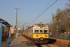PR EN57-1751 , Wrocław Sołtysowice train station 10.04.2017 (szogun000) Tags: wrocław poland polska railroad railway rail pkp station wrocławsołtysowice ezt emu set electric en57 en571751 pr przewozyregionalne polregio train pociąg поезд treno tren trem passenger commuter regio 615210 widawa d29143 d29292 dolnośląskie dolnyśląsk lowersilesia canon canoneos550d canonefs18135mmf3556is