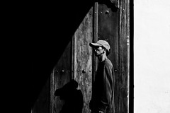 Entrance (Meljoe San Diego) Tags: meljoesandiego fuji fujifilm x100f streetphotography street candid blackwhite monochrome people