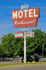 Topper Motel, Taft, CA (Robby Virus) Tags: taft california ca topper toppers motel restaurant cocktails neon sign signage pool high speed wifi