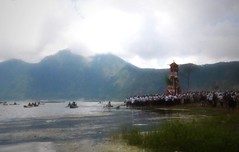 Lake Batur Cremation (scinta1) Tags: bali baturbaguscottage homestay kintamani kedisan lakebatur danaubatur mountbatur gunungbatur village desa kampung agama hindu upacara pitra yadnya ceremony ngaben cremation cemetery asli amazing awesome asian balinese colour celebration colourful clouds crowd caldera decoration ethnic excellent family keluarga indonesia interesting kamen kebaya kain lake men mountain people permangku religious traditional traditionaldress tradition udeng unique view water waterscape walking canoes tower