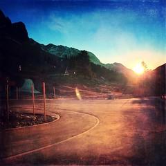 Curved (sapissipas) Tags: berg mountain switzerland sonnenuntergang sunset orange schägalp kurve curve road strasse