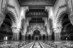 Hassan II Mosque Casablanca (Rik Tiggelhoven Travel Photography) Tags: casablanca marokko maroc morocco hassan ii mosque mosquée moskee interior architecture building africa afrika black blackandwhite white noir negro monochrome leadinglines leading lines art canon 6d fullframe full frame chandelier ef1740mmf4lusm rik tiggelhoven travel photography bw bn arch port marble details pinseau bouygues grande