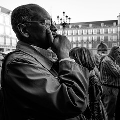_DSF1752 (Antonio Balsera) Tags: bw bn plazamayor semanasanta gente móvil procesión madrid comunidaddemadrid españa es