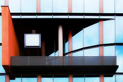 window (Splitti68) Tags: deutschland germany europa europe hessen frankfurt frankfurtammain fassade fassadengestaltung glas glass fenster windows orange balkon architektur architecture archtectur architekturdetail splitti splitti68 splittstöser splittstoesser