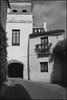 1993-10-06-0009.jpg (Fotorob) Tags: compositie lichtschaduw geschakeldewoning spanje woningenenwoningbcomplx voorwerpenoppleinened city erfscheiding deurenramen analoog tafereel eengezinswoning españa spain sevilla andalusia
