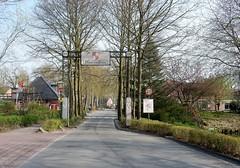 Haarzuilens (bcbvisser13) Tags: weg plaatsnaambord toegangspoort laan bomen dorp haarzuilens gemutrecht nederland eu provutrecht