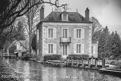 House by the river, Donzy, the Nièvre, January 2017 (serial_snapper) Tags: républiquefrançaise river building blackwhite nièvredépartement bourgognefranchecomtérégion donzy bourgognefranchecomté france fr
