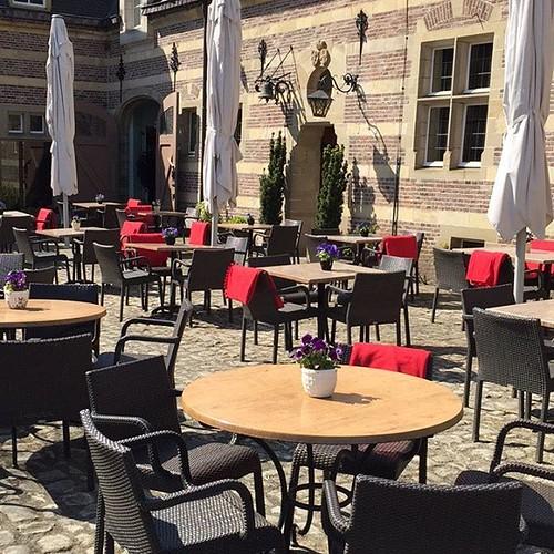 Zonnig terras is ook vandaag open #brasserie #kasteelheeswijk #lunch #romeinen