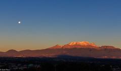 "Iztacihualt ""la mujer dormida"" (guilletho) Tags: mexico puebla volcanes vulkane volcanoes mountains luna moon sunrise amanecer canon landscape paisaje montaña"