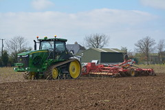 John Deere 8370R Tractor with a Vaderstad Topdown 600 Cultivator (Shane Casey CK25) Tags: john deere 8370r tractor vaderstad topdown 600 cultivator jd green wexford clonroche till tilling tillage grubbing ground agri agriculture sow sowing dirt dust farm farmer farming field horsepower horse power hp land pulling pull plant planting irish ireland tracteur traktori traktor trekker trator turningsod turning soil sod earth work working machinery machine nikon d7100 crop contractor crops ciągnik county spring barley mintil mintill strip striptill