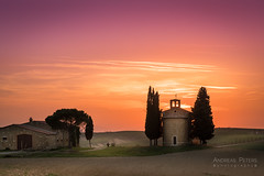 A9906094_s (AndiP66) Tags: capellavitaleta capella vitaleta sanquiricodorcia sanquirico sonnenuntergang sunset sonne sun evening abend april spring 2017 siena pienza valledorcia valle dorcia toscana tuscany italien italy sony alpha sonyalpha 99markii 99ii 99m2 a99ii ilca99m2 slta99ii tamron tamronspaf70200mmf28dildif tamron70200mm 70200mm f28 amount andreaspeters
