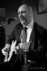 Honky Tonk Blues Bar (Laia.L) Tags: música músicaendirecto músicaenvivo livemusicmusic músico musician blancoynegro bn bar barmusical blues feeling concierto concert barcelona bcn honkytonkblues gente guitarra guitar voz