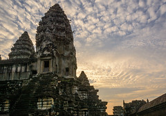 Sunrise at Angkor Wat (dominiquesainthilaire) Tags: nikon nikond7100 cambodia cambodge asia asie sunrise leverdesoleil ciel nuages sky clouds orange architecture temple angkor wat stones pierres abigfave worldtrekker