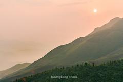 _Y2U0575+81.0417.Tà Xùa.Bắc Yên.Sơn La. (hoanglongphoto) Tags: asia asian vietnam northvietnam northwestvietnam sunset landscape scenery nature vietnamlandscape vietnamscenery vietnascene vietnamnature outdoor mountain mountainouslandscape mountainouslandscapeinvietnam sky redsky sun hdr canon canoneos1dx canonef200mmf28liiusmlens tâybắc sơnla bắcyên tàxùa phongcảnh thiênnhiên buổichiều hoànghôn bầutrời bầutrờimàuhồng mặttrời núi sườnnúi hoànghôntàxùa hoànghôntâybắc flank