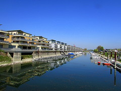 Speyer. Schönes Wohnen am Hafen (SIGMA 12) Tags: speyer rheinlandpfalz spiegelungen