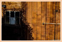 Porte de garage / Garage door -Chédigny (christian_lemale) Tags: chédigny village touraine france nikon d7100 garage porte door