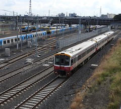 7004-7005-7009 Passing Stabled Metro Trains (damoN475photos) Tags: 7004 7005 7009 sprinters stabled metro trains nthmelbourne siemens comeng xtrap xtrapolis 2017