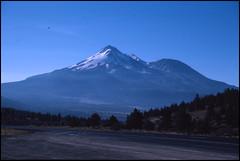 Mount Shasta View (Fotorob) Tags: california land analoog verenigdestaten bergen unitedstates montague