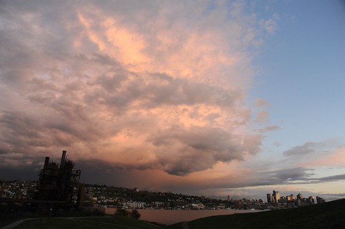Storm cloud, pink, edge of the front, Gas Works Park, Capital Hill, Lake Union, Seattle, Washington, USA