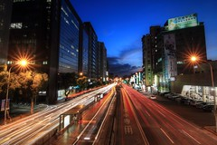 IMG_0864 (Zeboyi) Tags: 夜景 天橋 星芒 台北橋 減光鏡 承德路 車軌 canoneos700d tokina1116mm 捷運民權西路站 色溫藍幕
