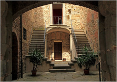 """Il cortiletto del Cassero""  Monte San Savino, Explore Aug 1, 2013 #461 (claude lina) Tags: explore gargonza toscane italie montesansavino palazzuolo mygearandme mygearandmepremium mygearandmebronze"