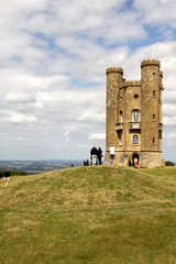 Broadway Tower  The Highest Little Castle in The Cotswolds (Dave Catchpole) Tags: tower castle canon point little broadway platform cotswolds viewing folly highest 50d