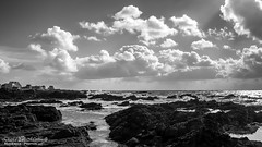 Nuages... (David-Martinelli-Photos.net) Tags: sea blackandwhite mer clouds rocks noiretblanc le nuages vagues rochers ocan loireatlantique croisic vision:mountain=0613 vision:sky=0924 vision:outdoor=0769 vision:dark=056 vision:clouds=0889 vision:car=0514