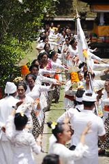 Bali5DBatukaru_20131024_0482 (bourjean29) Tags: bali statue indonesie kuningan odalan offrandes danseur batukaru danses crmoniereligieuse bourgeoisjean