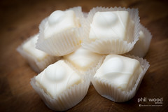 351:365:2013 - Frosty Fancies (phil wood photo) Tags: food white cakes december 365 vignette productphotography mrkipling day351 project365 2013 colourchallenge frostyfancies 3652013 17122013