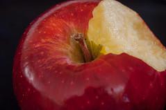 El Pecado original (JCPhoto +1.500.000 Visitas/Visits Thanks to all) Tags: apple nikon manzana alma appel pomo puma elma olma pomme roja pecado ma sagar poma tentacin yva pecadooriginal jablko mordisco ble   apel d90 eple omena  aval un  epli pecadoscapitales pomer bols paoma jabo  mansana peme  ll poba   bm sv  moll tuffiea      ooyl josepcayuela   milu mlo     habuukaa    hia  |abuka