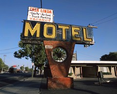 Nifty Casa Linda Motel Sign (RZ68) Tags: casa linda motel san jose california old vintage highway monterey silicon valley summer selective focus brick red yellow neon light bulbs missing rz67 velvia provia e100 first street