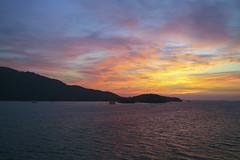 Caribbean sunrise (Jeff Mitton) Tags: guanaja honduras caribbean marine tropical dawn sunrise seascape landscape