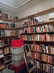 2017_04_030013 (Gwydion M. Williams) Tags: coventry britain greatbritain uk england warwickshire westmidlands chapelfields sirthomaswhitesroad books bookshelves